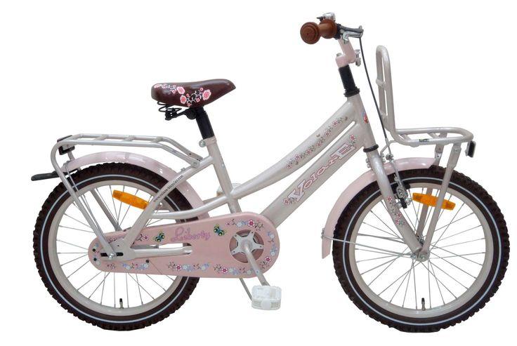 Deze Volare Liberty Urban fiets heeft zeker de Wowww factor in de zachte Parel Roze metallic kleur. De Volare Liberty Urban serie loopt vanaf 12 inch tot 26 inch. Deze serie is uiterst modern, fris en natuurlijk Volare top kwaliteit. De serie fietsen is verkrijgbaar in Wit, Blauw, Roze en nu ook in zacht Parel roze metallic. Elk modern meisje wil deze fiets.