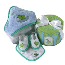 Finley the Frog Baby bath gift set..love this:)
