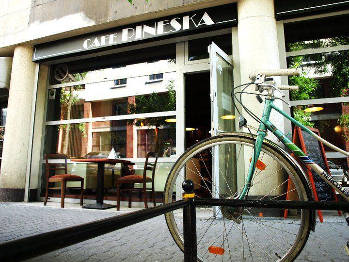 #Cafe #Pineska, ul. Wilcza 71, #Warszawa Godz. otwarcia: pon-śr. 9-21, czw.-sb. 9-22. Z #KofiUp kupisz za pół ceny: #Americano, #Espresso, #Harbata, #Cappuccino, #EspressoDoppio, #FlatWhite, #Herbata, #Latte