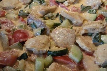 Low-carb Hähnchenbrust mit Zucchini und Tomaten in cremiger Frischkäsesauce 2