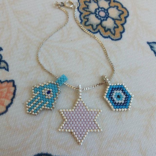 Bir gümüş zincir üç farklı miyuki uç ✌Sizde istediginiz uçlarımızdan secerek kombinlerinizi tamamlayabilirsiniz üstelik sececeginiz mavi boncuklarimız da yaninda hediye #twinsart #elyapimi #instatwins #aksesuar #ankara #istanbul #takı #accesories #design #tasarım #style #art #likeforlike #summer #picoftheday #mutluyumcunku #thankyou #especiallyforyou