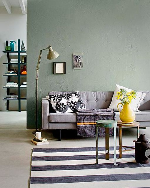 Colores invernales: pared pintada en verde musgo seco vía decoratrix.com