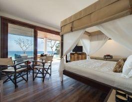 Voyage - master bedroom