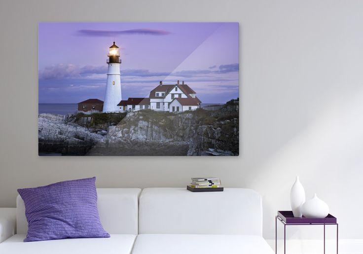 Deine schönste Urlaubserinnerung direkt im Wohnzimmer - setze Akzente mit Wohnaccessoires, die die Farben des Fotos aufgreifen #wanddeko #lila #leuchtturm #reisen #wohnzimmer #dekoration #cewe #leinwand