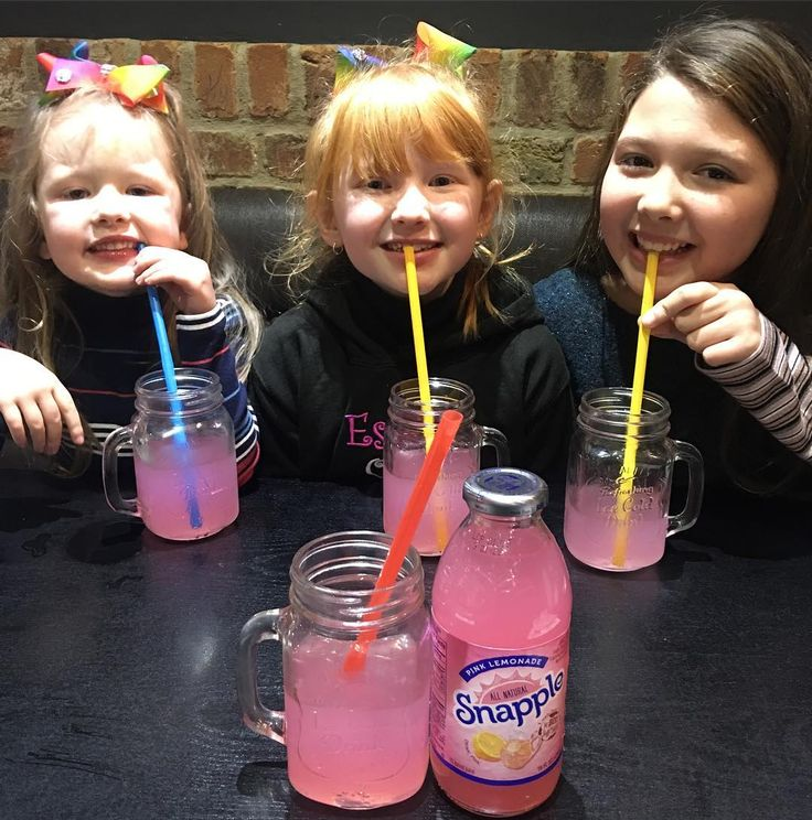 The Ingham Family (@inghamfamily) Instagram photo 2017-01-15 12:14:54 Back in our favourite place tonight! @huckleberrysamericandiner @huckleberrysyeadon #Snappple all round!