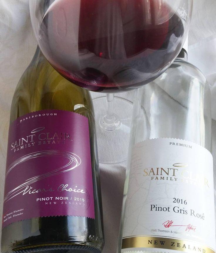Pinot noir ja Pinot gris rosee. @stclairwinery #punkku #rosee #viini#wines#winelover#winegeek#instawine#winetime#wein#vin#winepic#wine#wineporn herkkusuu #lasissa #Herkkusuunlautasella