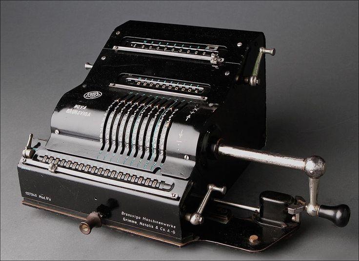 Atractiva Calculadora Alemana Nova-Brunsviga Mod. IV de los Años 20. Funcionando Perfectamente