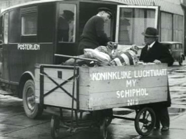 Postal service at Schiphol Airport, 1931. (still from '1974 commemoration of the first flight to the Dutch East Indies by the KLM'). CC-BY-SA Open Beelden