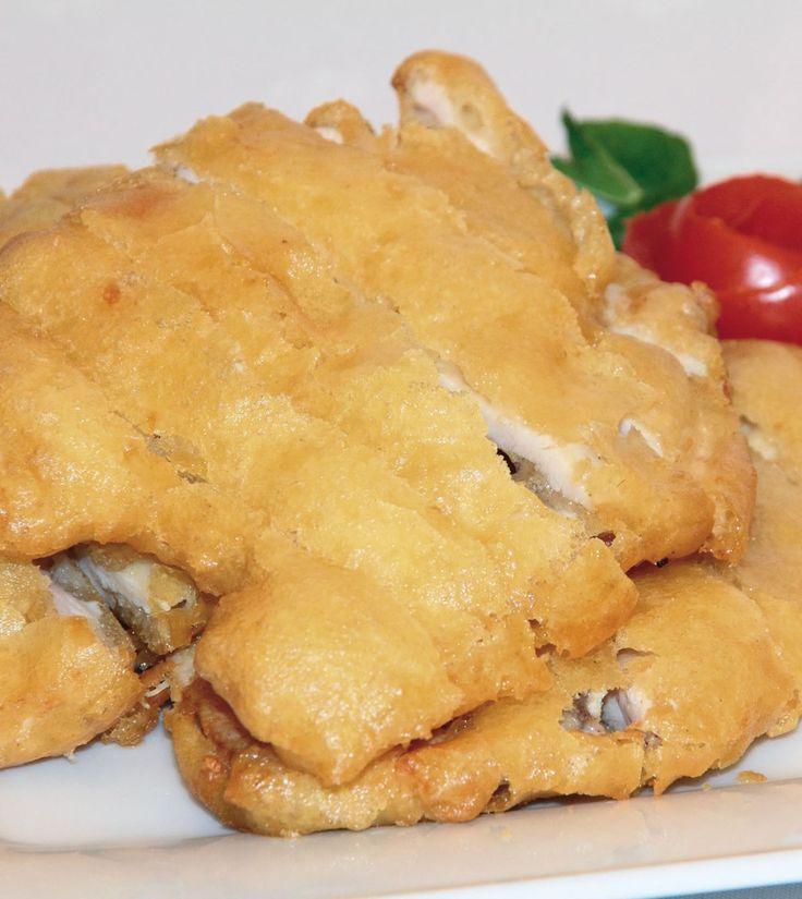 Hozzávalók: 8 szelet filézett csirkemell 2 tojás 1kis pohártejföl 1 kiskkanál só 4 gerezd fokhagyma liszt a forgatáshoz olaj a sütéshez  Elkészítése: A csirkemellszeleteket mossuk le, majd …