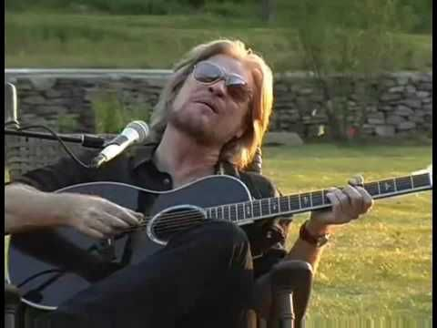 Ain't No Sunshine - Daryl Hall with Finger Eleven (Hall is so Smoooooth! just can not get enough of these brilliant musicians!!!!!!!!!!  ENJOY the videos ;)