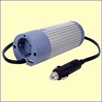 Deze kleine 24 V omvormer met gemodificeerde sinus uitgang plugt u in de sigarettenaansteker plug van uw auto. De HQ-INV100U-24 levert een continu vermogen van 100 W, waarmee u allerlei 230 V apparatuur kunt voeden, zoals uw laptop, DVD-speler en kleine flat-screen TV. Het piekvermogen bedraagt 200 W. http://www.vego.nl/omvormers/hq-inv100u-24/hq-inv100u-24.htm