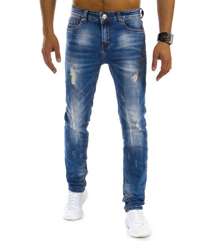 Modré pánske džínsy. S módnym ošúchaním a otvormi. Zapínanie na lesklý zips. Model ľahko ošúchaný so zužujúcimi sa nohavicami. Dve vrecká na prednej strane. Dve vrecká na zadnej strane. Ideálne na každý deň.