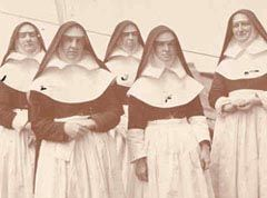 5 Sisters of Mercy who served as nurses during the Spanish American War.