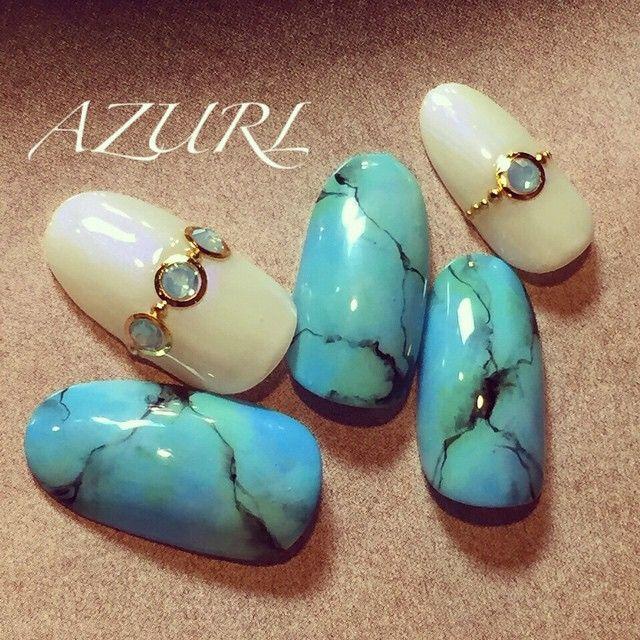 夏に一層映える「天然石カラー」。爽やかな【ターコイズブルー】のネイルで上品な指先を作る♡ | ガールズまとめ