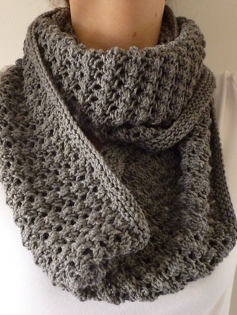 Free Pattern: Easy Lace Cowl by Donna Edgar.