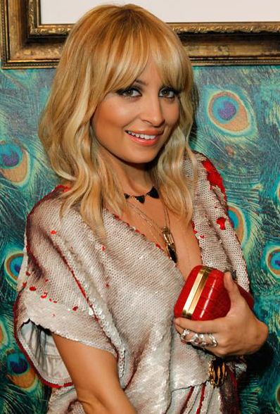Love Nicole Richie's long tousled bob with the bang - I want to grow my length back to this.