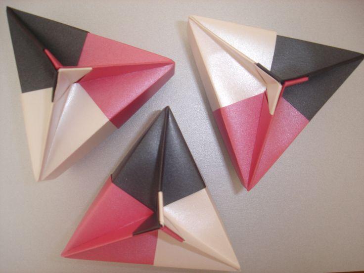 caja triangular tomoko fuse origami boxes cajas de. Black Bedroom Furniture Sets. Home Design Ideas