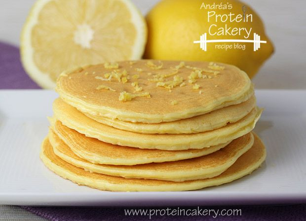 Lemon Ricotta Protein Pancakes - Andréa's Protein Cakery -- Prot: 32 g, Carbs: 9 g, Fat: 11 g, Cal: 263 #glutenfree #grainfree #highprotein