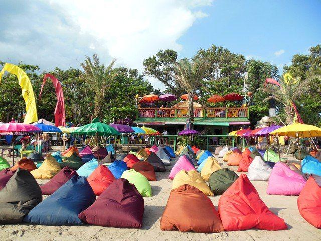 La Plancha Seminyak Bali: most relaxed beach club, great sundown! | http://www.yourlittleblackbook.me/la-plancha-seminyak-bali/