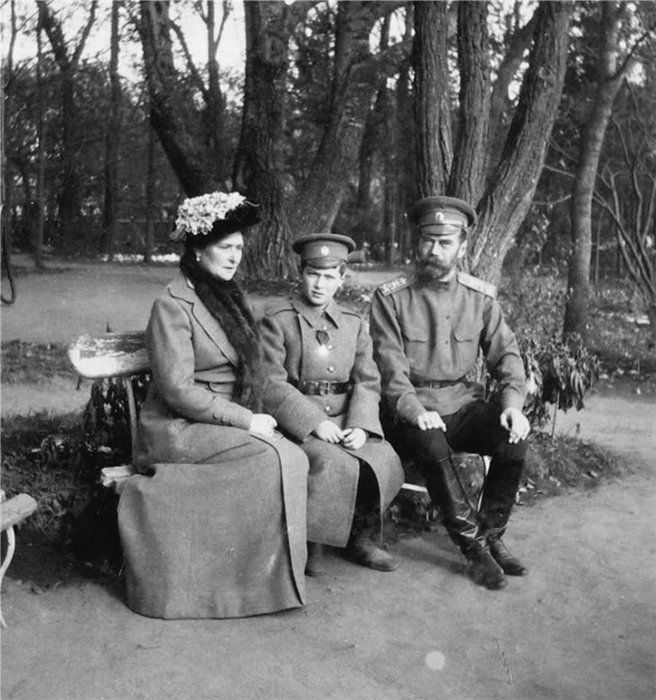 Empress Alexandra Feodorovna, Tsarevich Alexei Nikolayevich and Emperor Nicholas II at Tsarskoye Selo