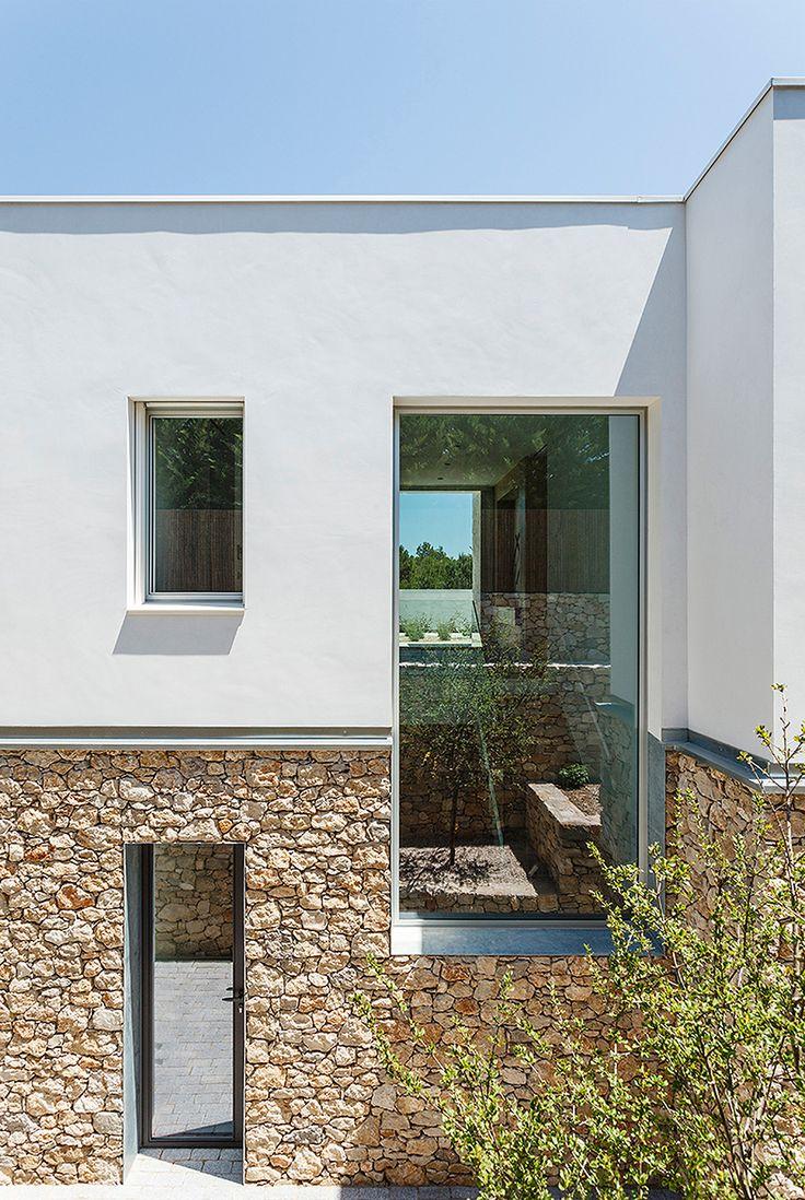Las 25 mejores ideas sobre fachadas de casas for Casa minimalista rustica