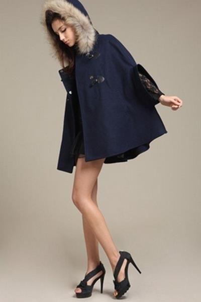 Пальто текстиль с меховым капюшоном