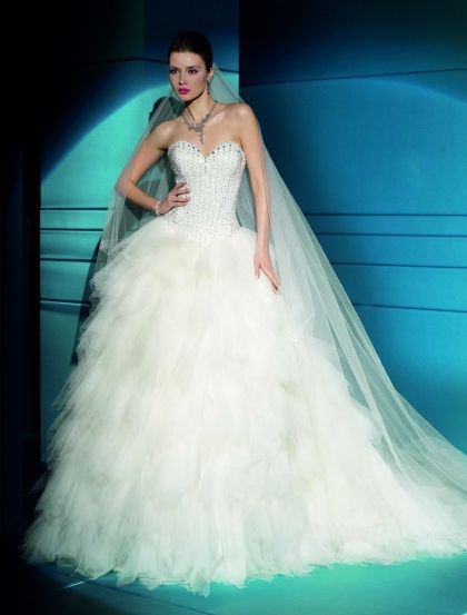 390 best Wedding Gowns images on Pinterest | Wedding frocks ...