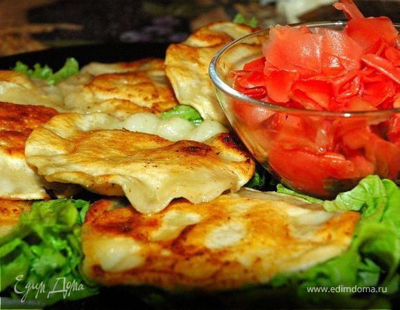 После «пятничной» кассероли (http://www.edimdoma.ru/recipes/32259) у меня осталось достаточно морепродуктов, и я вспомнил одно потрясающее вкусное блюдо. Китайские жареные пельмени с начинкой из кр...
