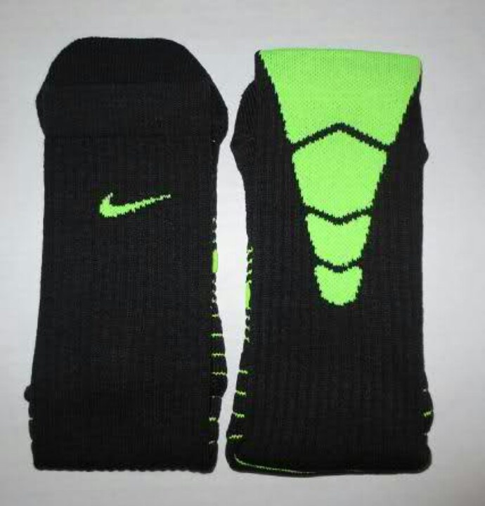 timeless design 1b51e 38936 Nike Elite Football Socks   Sports   Football socks, Nike elite socks, Socks