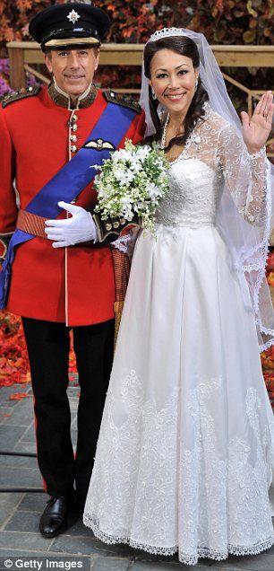 Yeni alvarez mark decarlo wedding dress