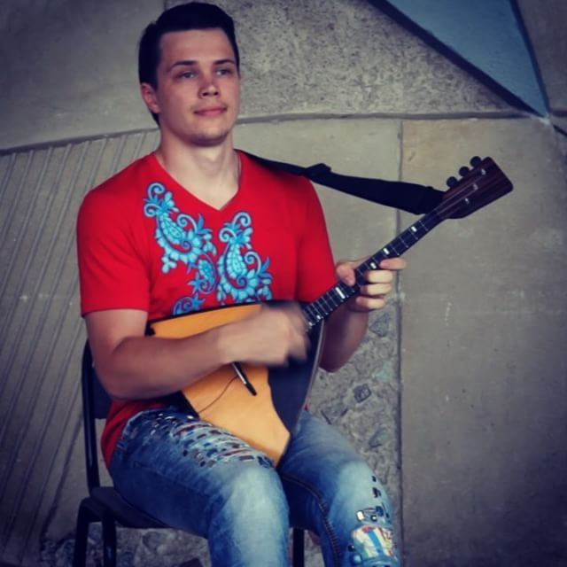 Балалайка солирует, ну т.е. я солирую на балалайке. Один эпизод из многих на ваш суд. #russia #moscow #music #folklore #song #songs #melody #pop #love #beat #beats #party #partymusic #newsong #lovethissong #remix #favoritesong #bestsong #photooftheday #bumpin #listentothis #goodmusic #instamusic #doublemax #balalaika #балалайка #баян #maksimbobkov #maksimgumenyuk
