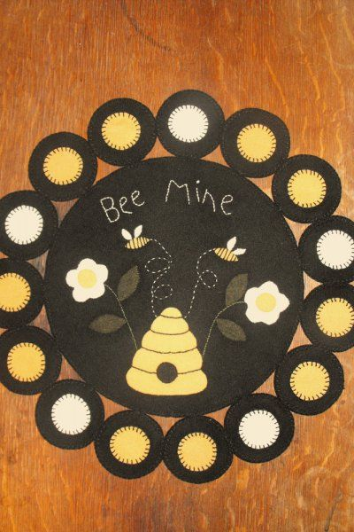 Free Wool Penny Rug Patterns | PatternMart.com ::. PatternMart: Bee Mine Penny Rug
