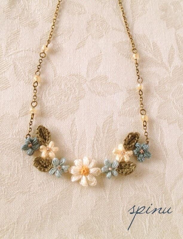 デイジーと小花のネックレス blue n-041