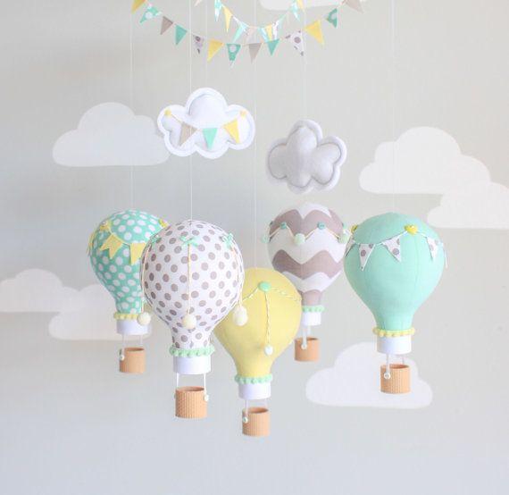 Género neutro bebé móvil globo aerostático por sunshineandvodka