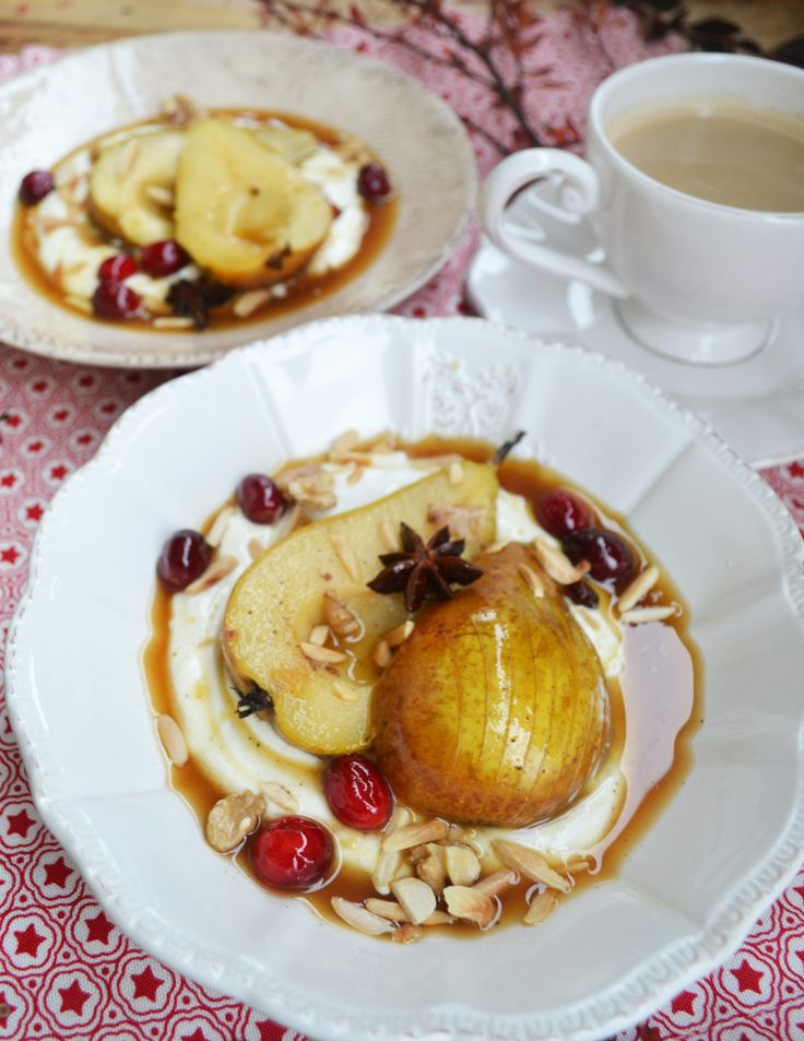Dieses schnelle Dessert ist wirklich kinderleicht und begeistert bestimmt eure Liebsten im Nu! Es ist angerichtet: Weihnachtliche Düfte strömen durchs Haus und wir können es gar nicht mehr erwarten…