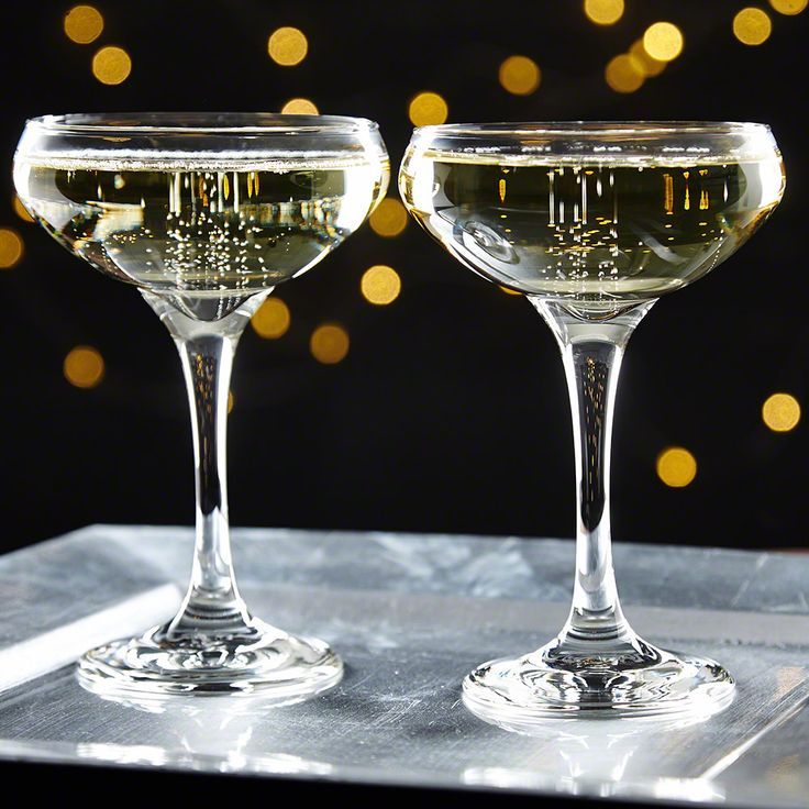 Great literary character Jay Gatsby was known for his out of this world parties. Host a truly outstanding cocktail party with this great set of two champagne coupe glasses. Crafted from high quality...
