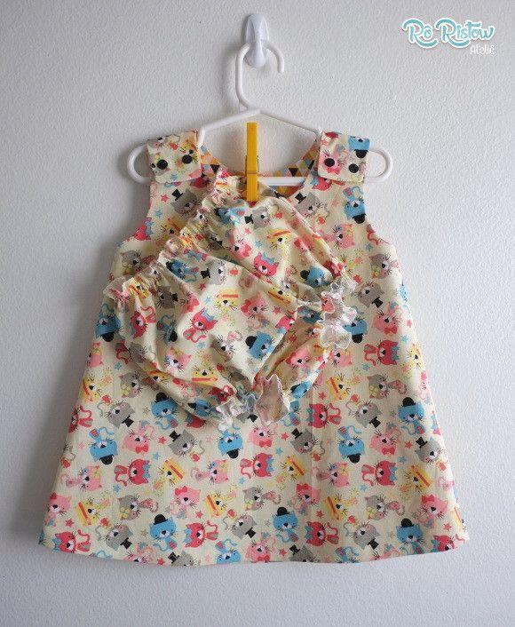 A PRONTA ENTREGA NO TAMANHO: 12 a 18 meses <br> <br>Kit contendo um vestido para bebê dupla face + tapa fralda. Confeccionado em tecido 100% algodão. <br> <br>Antes de comprar consulte o nosso mostruário de tecidos e estampas disponíveis logo abaixo. <br> <br>Disponível nos tamanhos: <br>0 a 3 meses <br>3 a 6 meses <br>6 a 12 meses <br>12 a 18 meses