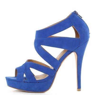 Pimkie.fr : Avec leurs talons vertigineux, les sandales à plateaux nous font gagner en glamour et en centimètres.