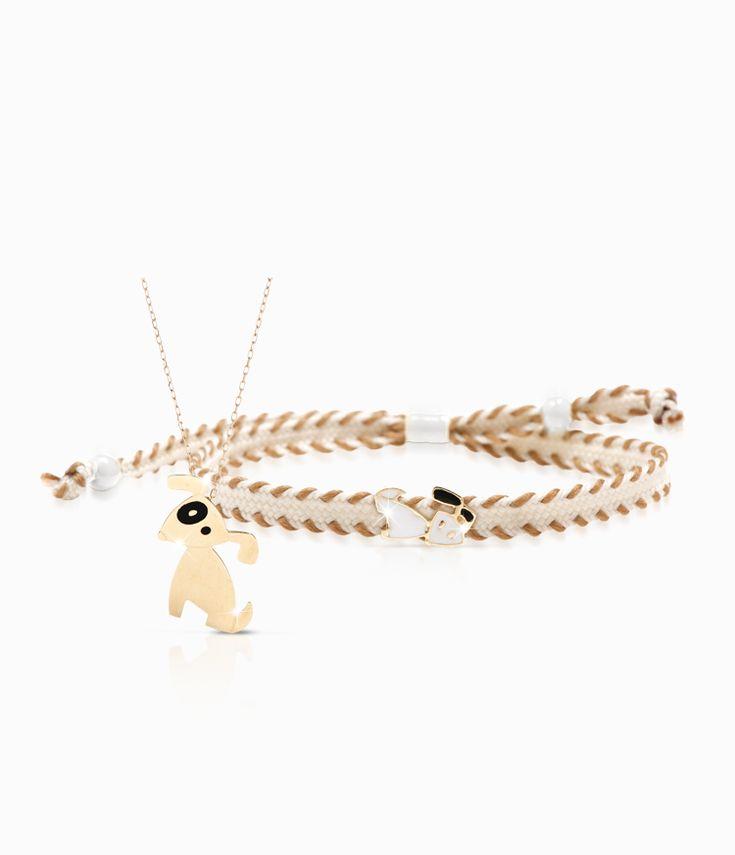 Pendente e bracciale Io&Te in oro giallo con sagoma cagnolino smalto colorato. Il bracciale è corredato di cordino tessuto canvas con chiusura regolabile. Tutti i bracciali della linea possono essere venduti anche singolarmente.