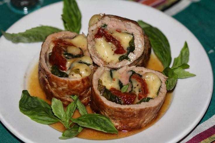"""lucky kitchen: Свиная вырезка """"Капрезе"""" фаршированная вялеными томатами, моцареллой и базиликом"""