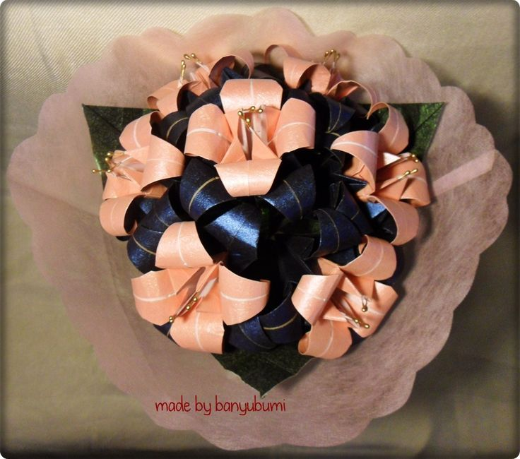 Lily origami bouquet | Pink & dark blue paper | Instagram @made_by_banyubumi | #origami #paperfolding #origamiflower #bouquet #flower #handmade #DIY #origamiwork