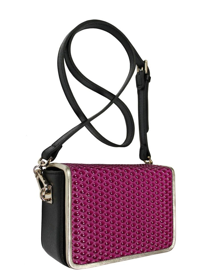 Elegant box-coffer on his shoulder. The bag is in the colors black and pink with gold piping. From the inside it is decorated with quilted satin, purple lining. Belt is adjustable. Each original handbag GOSHICO id is in the middle of the tab with our logo. PRICE: 192.81 €  http://goshico.com/en/torebka-boxy-1383.html