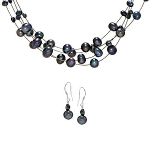 I'm learning all about Emitations Bridal Jewelry Set: Cormia's Freshwater Pearl Necklace