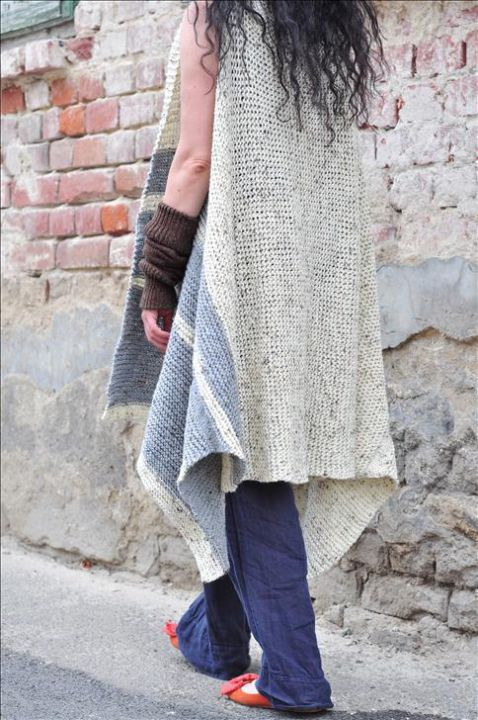 Looking good & feeling cool, that's what is spring about! ;)  Visit www.thewoolteller.com