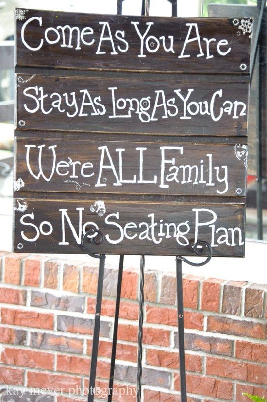 J'aime l'idée d'aucune place assise désignées pour un mariage .. à part peut-etre la table d'honneur!