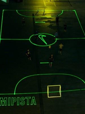 Nike crea campos de fútbol con luz