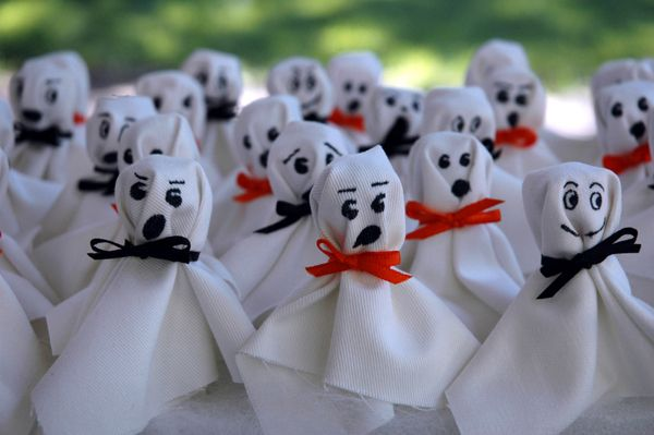 Lollipop Ghosts: All you need is a small square of white cloth, a ribbon or piece of yarn & a black pen. Simply take the piece of cloth, center the lollipop underneath, tie it off with the ribbon/string & let the little ones decorate the face.