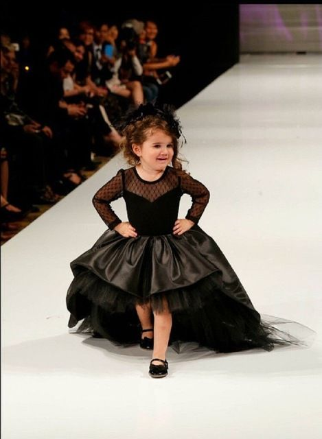 Black Long Sleeve Flower Girl Dresses for a Wedding Puffy High Low Pageant Formal Dress of Little Girls Vestiti da Comunione
