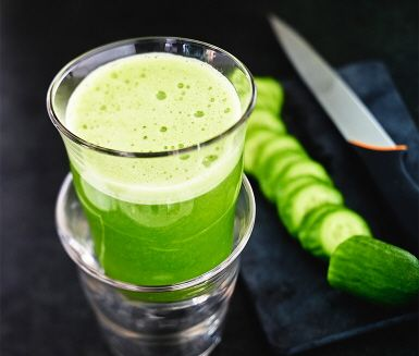 Fräsch, läskande juice fullmatad av nyttigheter som fänkål, färsk spenat, citron och gurka. Kryddig i tonen tack vare fänkålen. Kör allt i en råsaftcentrifug.