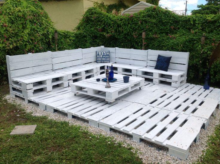How I Made A Simple Yet Effective Pallet Corner Sofa Out Of 9 Euro Pallets For M Backyard Remodel Palette Garden Furniture Diy Garden Furniture